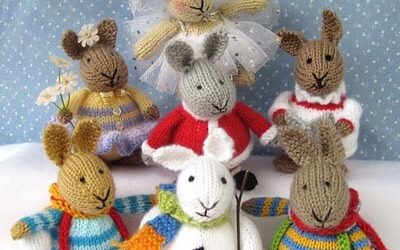 Cute knitted rabbits from Dollytime